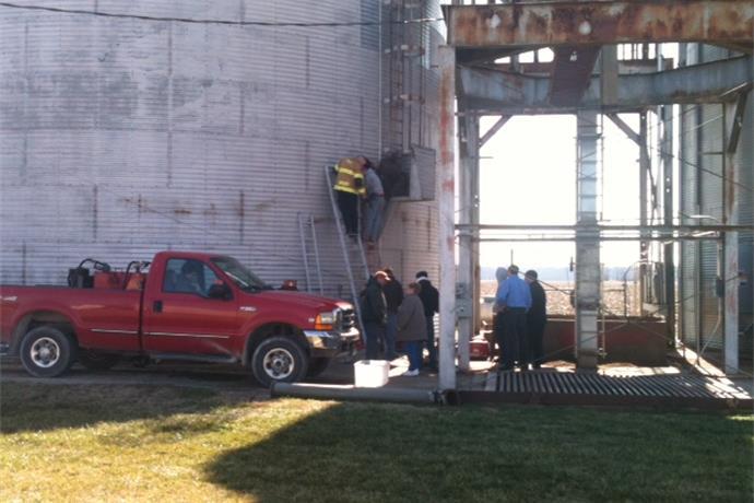 Man Trapped in Gibson County Grain Bin_7133372548972298908