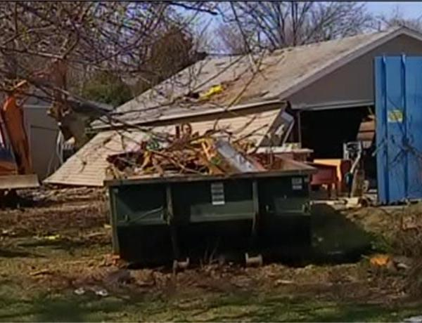 Strangers Coming to Aid of Tornado Victims in Newburgh_5249701195613882462