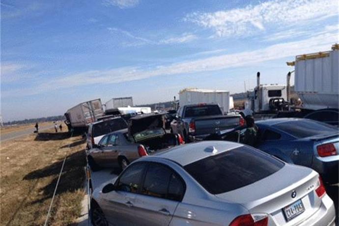 Massive Pileup Shuts Down I-10 in Texas; 2 Dead_4553904311175365547