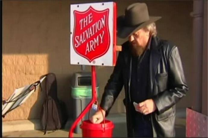 Final Bell Ringers Leave Their Red Kettles Today_2599667445360118178