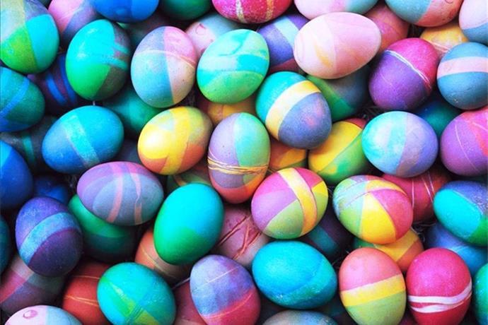 700 Kids Swarm Corydon Field For Easter Eggs_8285086292644220036
