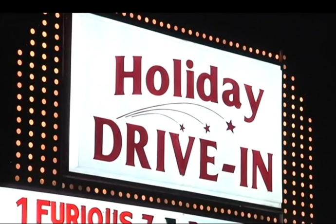 Holiday Drive-In_691810494426595362