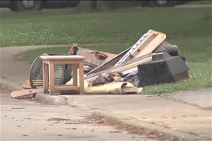 Heavy Trash Pickup Begins in Evansville_-8259663257293665270