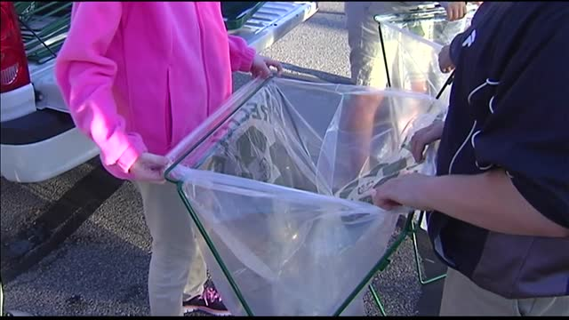 Students Help Keep Franklin Street Clean During Fall Fest_20151005224004