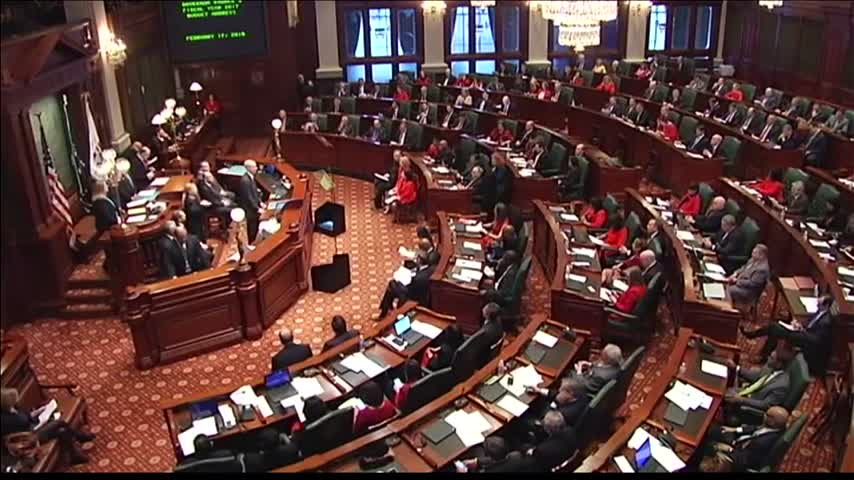 Hundreds Attend Rauner's Budget Address