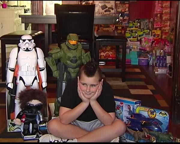 12-year-old Collecting Toys for 911 Gives Hope_85551075-159532