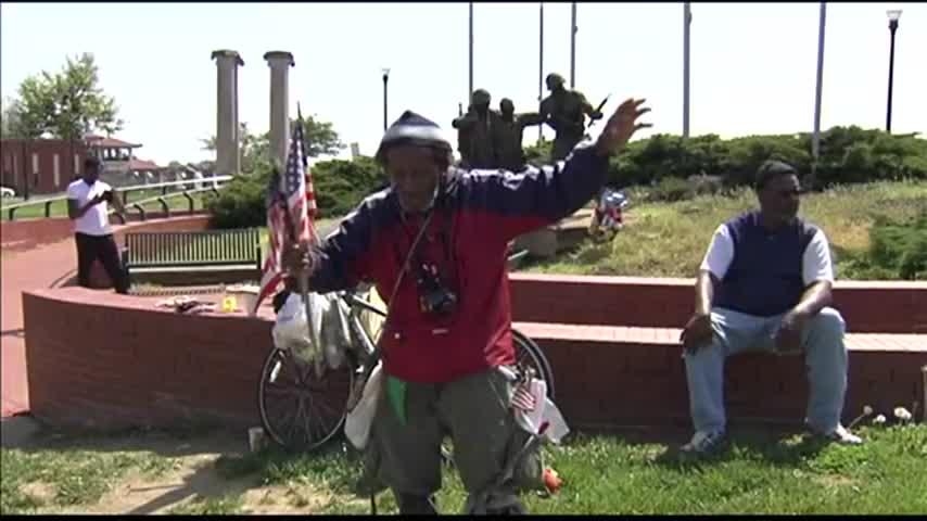Patriots Day Flag Man_35299273-159532