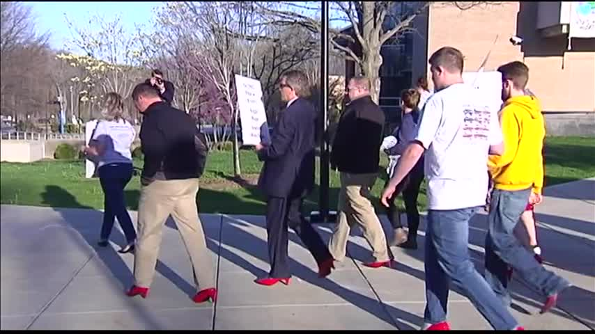 Walk a Mile in Her Shoes_17097921-159532