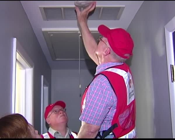Red Cross Knocking on Doors About Smoke Alarms_00385337-159532
