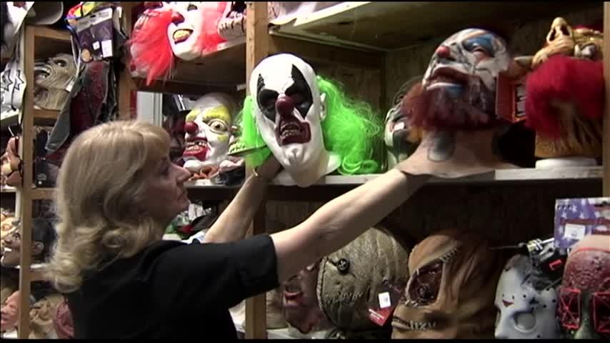 Clowning Around- Clown Sightings in Evansville_28519893-159532