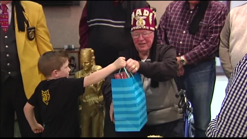 Boy-s Gifts to Hadi Shriners_11781233