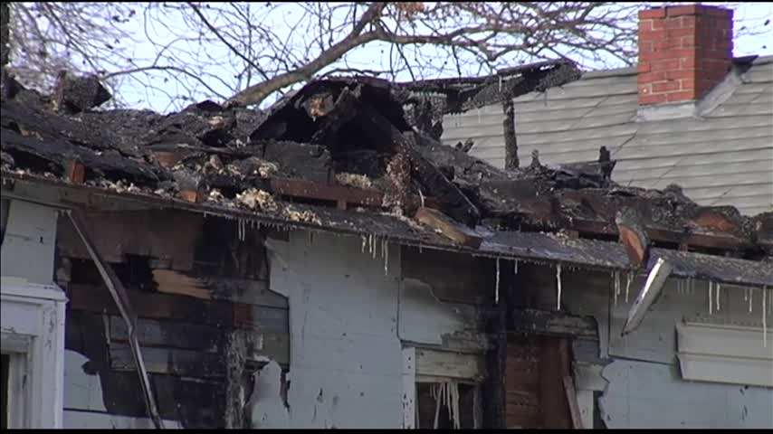 Overnight Fire Destroys House_27084554