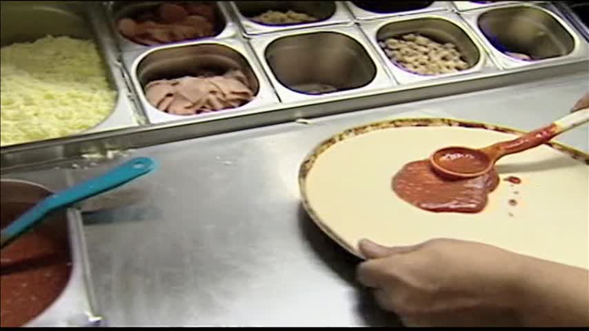 Pizza Hut Hiring 11K Workers Before Super Bowl_96044987