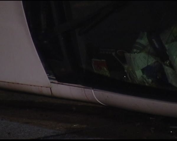 Vehicle Flips in Early Morning Accident on I-69_16388950