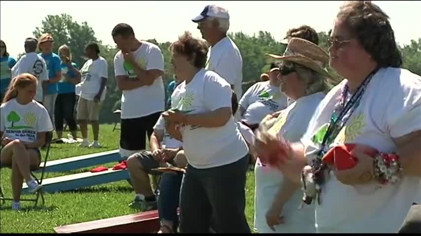 Owensboro Seniors in Park_64751532
