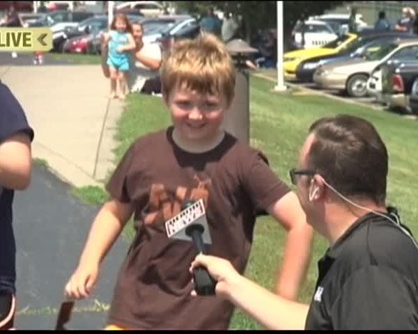 Boy Shows Off His -Eclipse Dance-_17531568