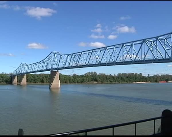 Effort to help relight Blue Bridge goes to residents-_27572386