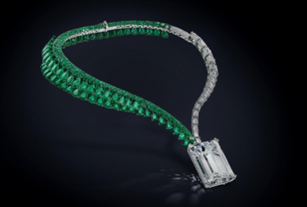 diamond necklace web pic_1510774178616.jpg
