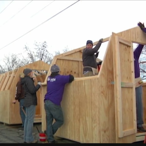 UE_Students_Build_Barns_for_Habitat_for__0_20180518024741