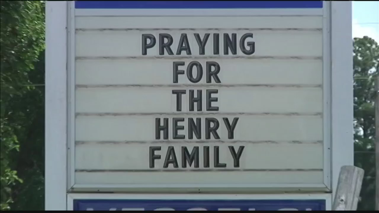 Whitesville_preparing_to_honor_Henry_fam_0_20180727235058