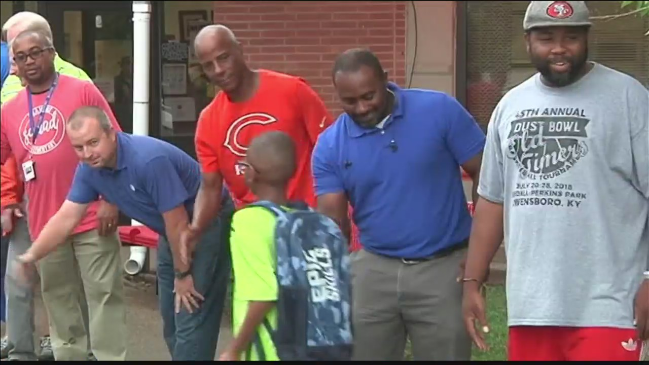 Owensboro_students_welcomed_back_by_role_0_20180808220353