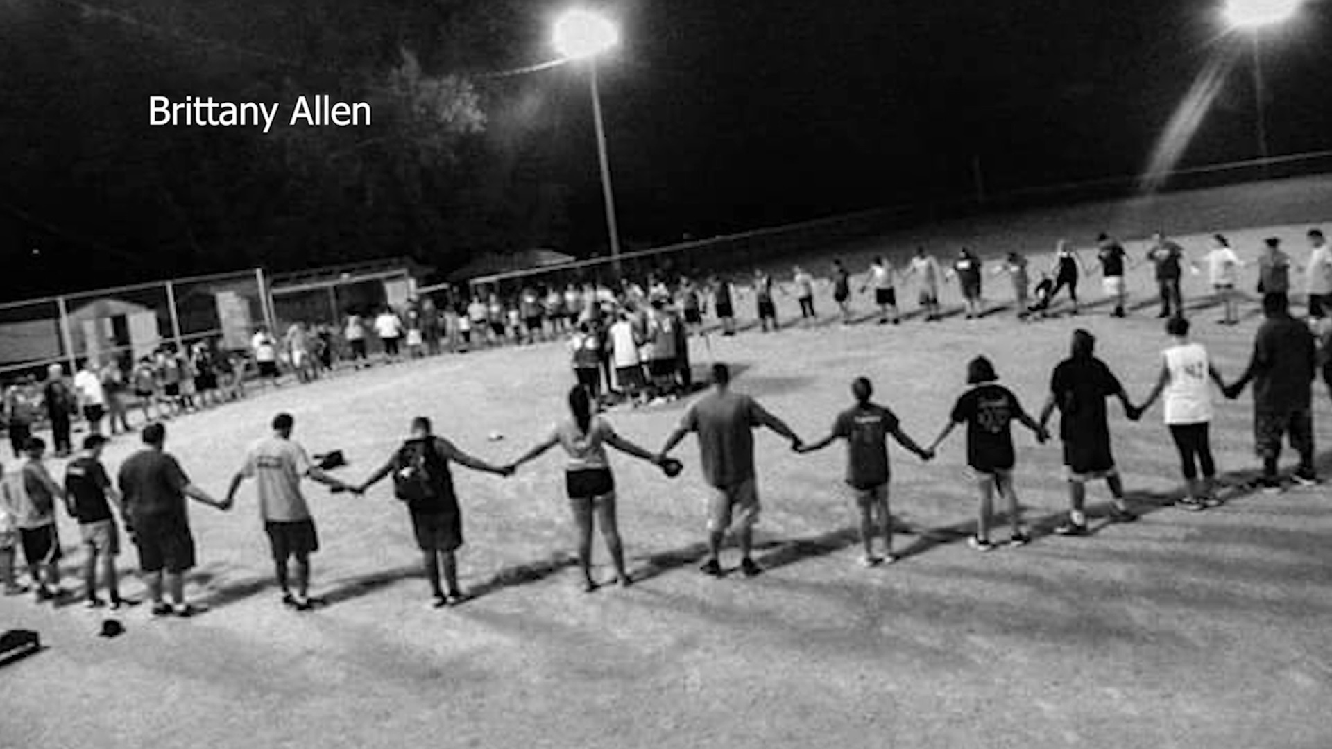 Softball_teams_show_incredible_support_f_0_20180903234320