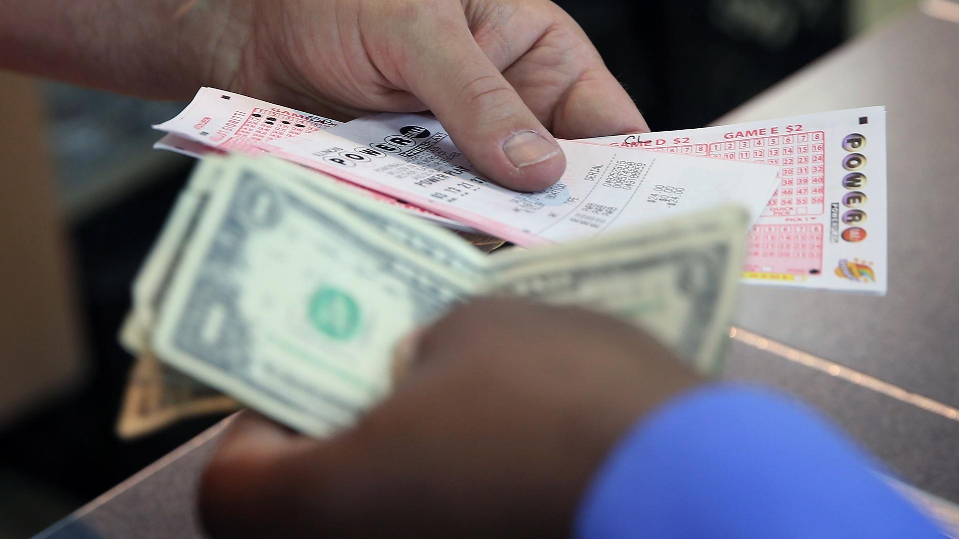 Buying a Powerball ticket-159532.jpg36757301