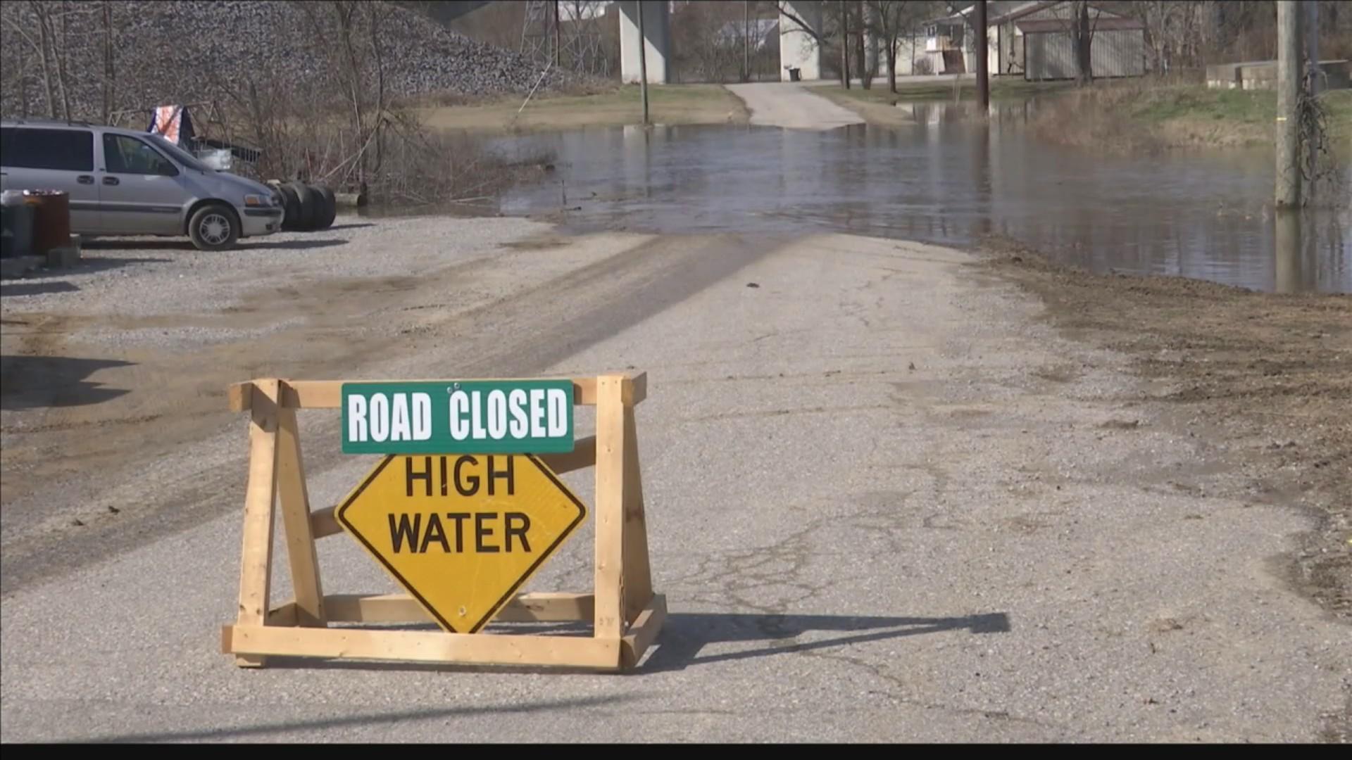 High_water_closing_roads_across_western__0_20190214000658