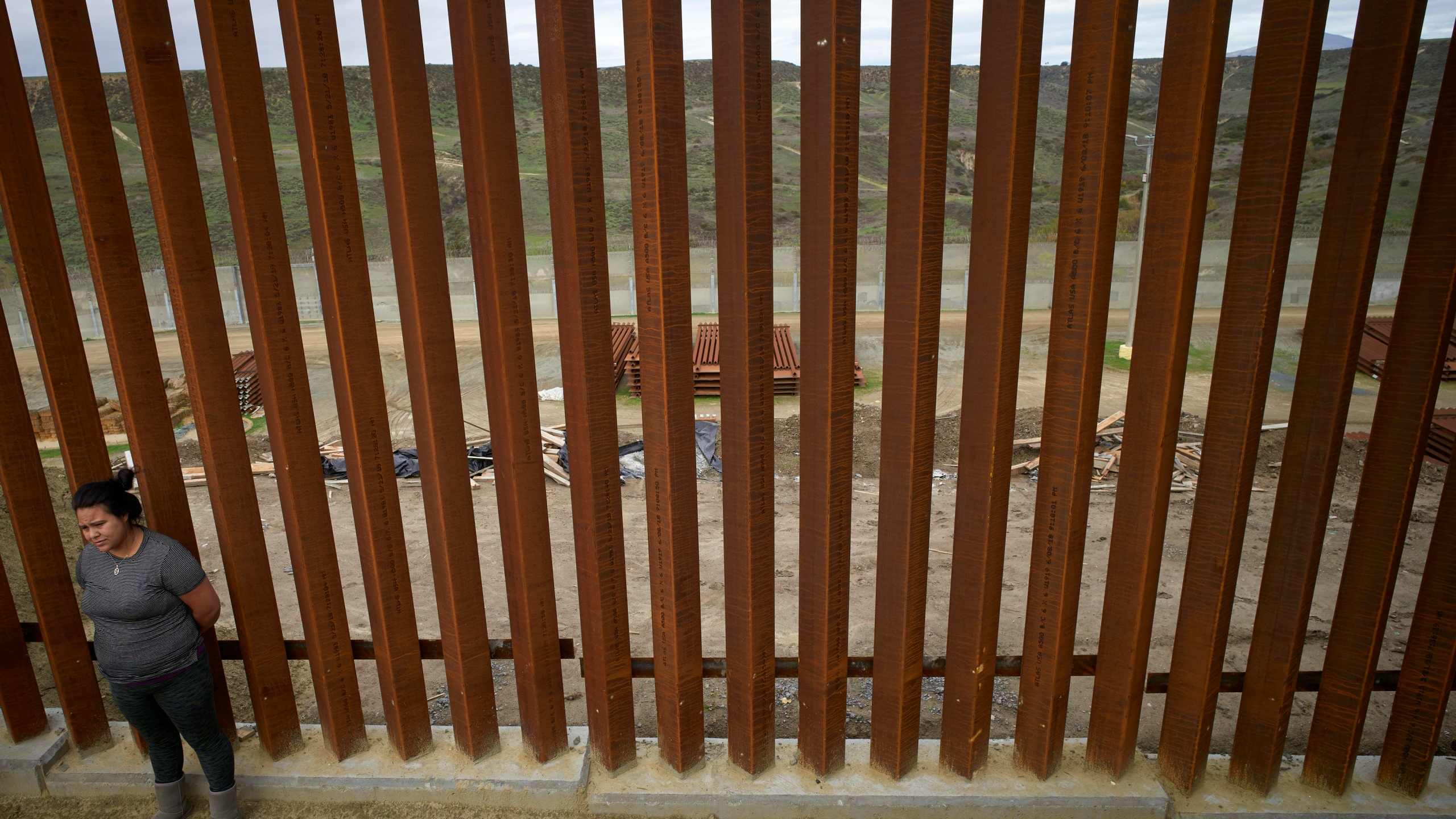 Border_Wall_View_from_Mexico_44097-159532.jpg09885409