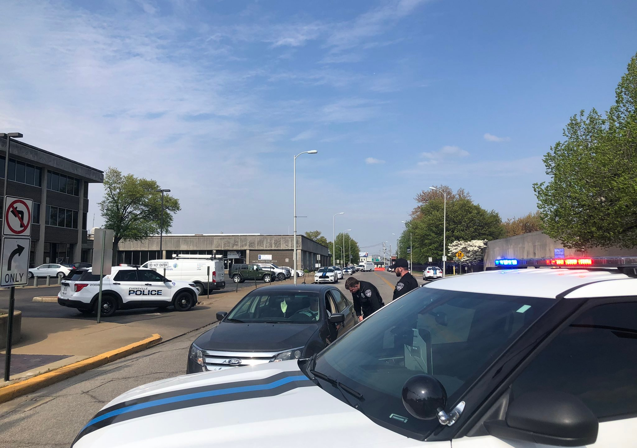 Downtown Evansville suspicious package at post office
