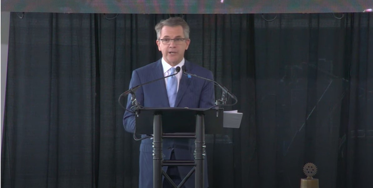 Mayor Lloyd Winnecke giving state of the city